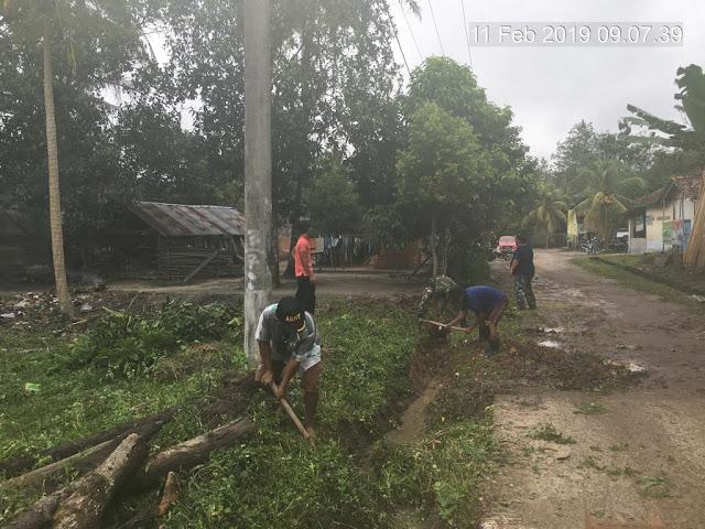 Danramil 401-02/ Babat Toman Ajak Warga Gotong-Royong Jaga Lingkungan