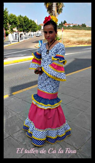 Judit vestida de flamenca para la Romería de Aljaraque