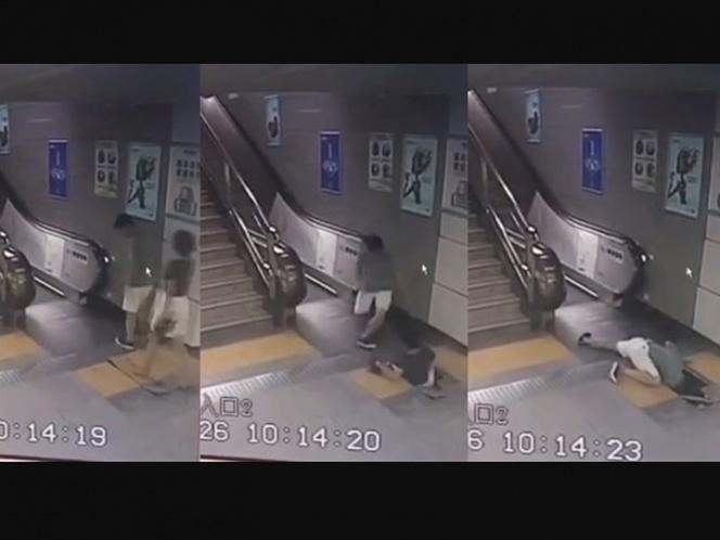 VIDEO: Se 'come' estación de metro a una mujer