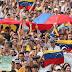 Miles de personas asisten a concierto a favor de Venezuela en Colombia