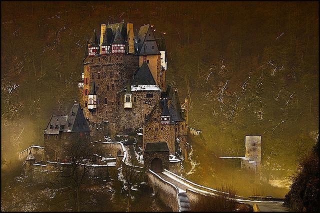 """قلعة من عالم آخر """"قلعة الألتس"""" 3203487847_ba6894e92"""
