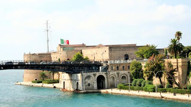 mare, acqua, ponte girevole, Taranto, castello Aragonese, vegetazione