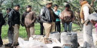 http://www.khabarspecial.com/big-story/up-poll-cartons-illegal-liquor-seized/