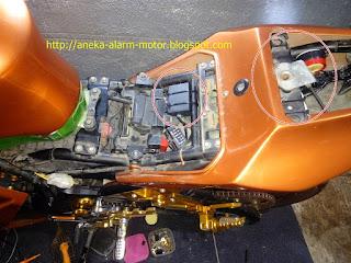 Cara pasang alarm motor pada Kawasaki Ninja 250cc Karbu