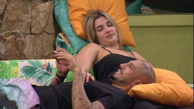 Aline diz que vai pedir Fernando em casamento se ficar!