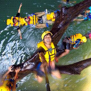 bulan ramadhan body rafting green canyon tetap buka