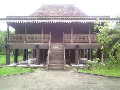 Rumah Panggung Adat Jambi