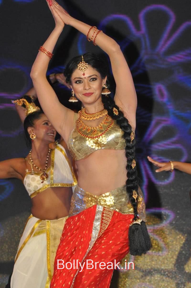 Telugu Actress Pooja Kumar, Actress Pooja Kumar Hot Dancing Pics at  Uttama Villain Movie Aduio Launch