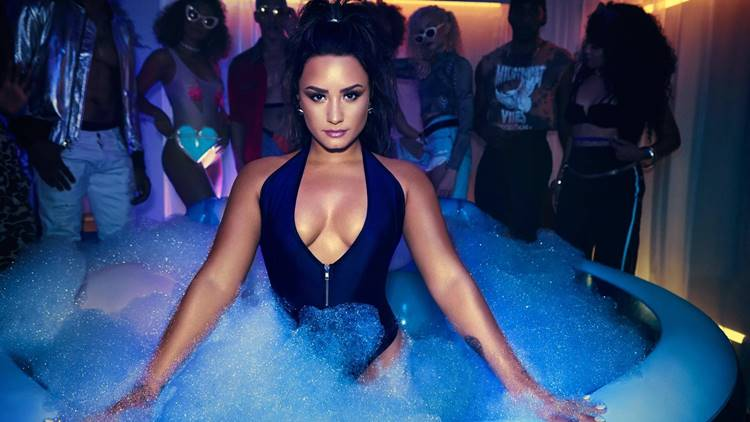 Demi Lovato Wallpaper 1600x900