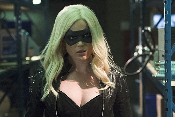 Fotografía de Caity Lotz en 'Arrow' interpretando a Black Canary