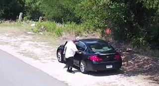 Ύποπτος άντρας παρκάρει στην άκρη του δρόμου. Όμως Η κάμερα καταγράφει τα όσα συμβαίνουν και ειδοποιείται αμέσως Η αστυνομία!