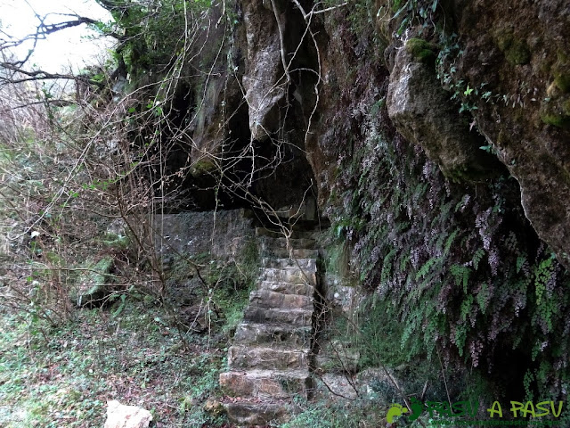 Ruta a la Pica de Peñamellera: Escaleras en el Río Cares