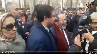 """لحظة خروج حامي الدين من محكمة الاستئناف بفاس رفقة بنكيران وقيادات في """"البيجيدي"""" وسط حشد غفير"""