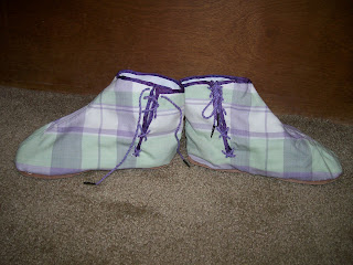 Sideview of ankle boots (gaiters).