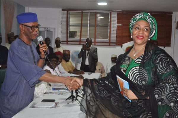 Governorship election: Saraki drums support for APC