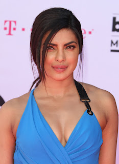 Priyanka Chopra Boobs Cleavages9.jpg