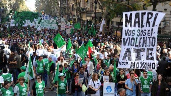 Trabajadores argentinos se van de paro ante políticas de Macri