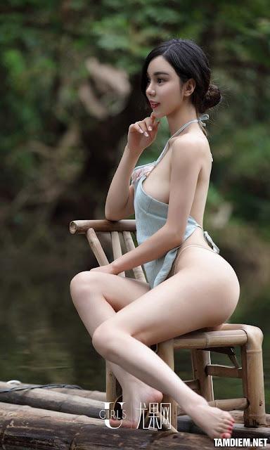 Hot girls Beautiful sexy girls bathing in the river 7
