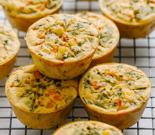 Chickpea Flour Omelette Muffins (Vegan Egg Cups) #vegan #breakfast