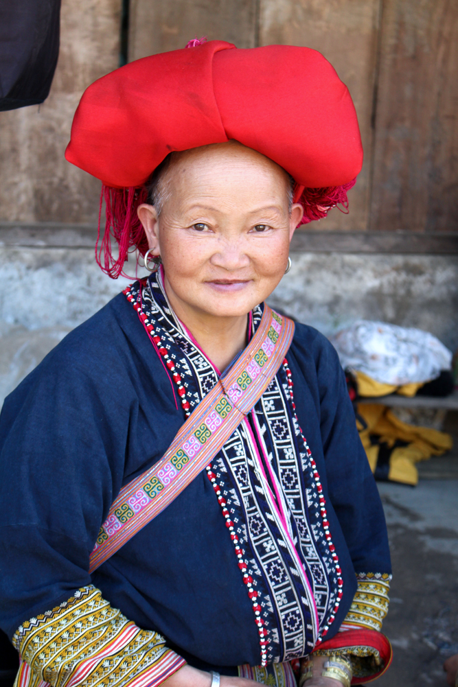 Red Dao lady in Sapa, Vietnam - travel blog