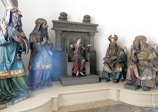 """Scena figuralna """"Jezus naucza w świątyni""""."""