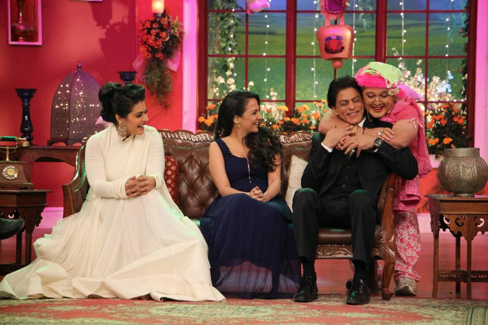 Shah Rukh Khan Pics At Comedy Nights With Kapil Sets, Shah Rukh Khan-Kajol DDLJ Team on CNWK