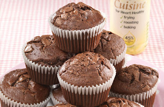 Cupcakes with raisins and chocolate