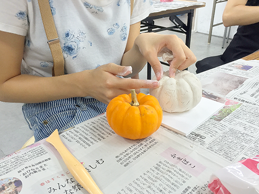 横浜美術学院の中学生教室 美術クラブ 紙ねんど立体「ハロウィーンかぼちゃの模刻」7
