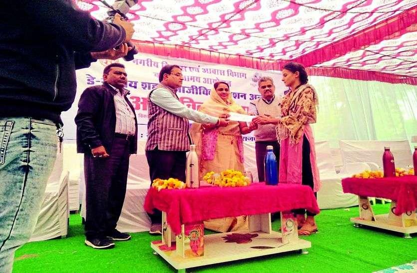 Alirajpur News-नगर पालिका अलीराजपुर द्वारा आजीविका मेला का आयोजन