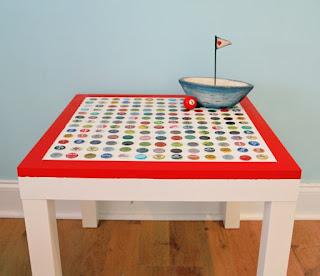 personalizzare tavolino ikea con tappi fai da te