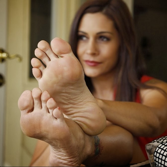 Arched soles domination footjob 8