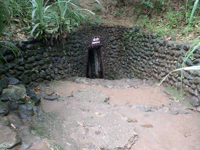 O acesso aos túneis de Vinh Moc