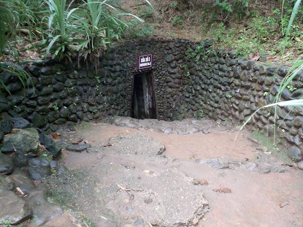 Acceso a los tuneles de Vinh Moc