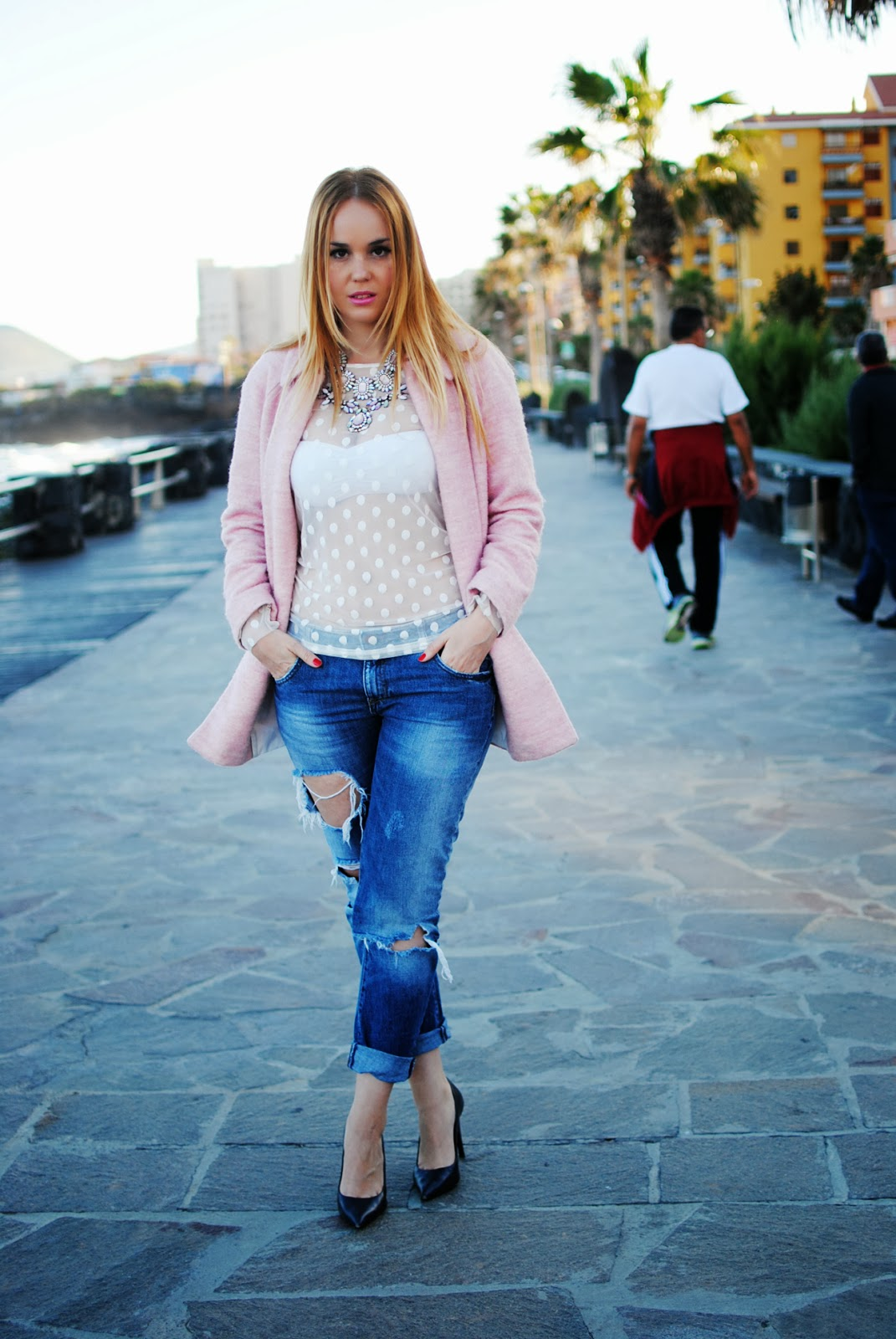 nery hdez, candy coat, polka dots, blonde , boyfriend jeans,  camisa transparente