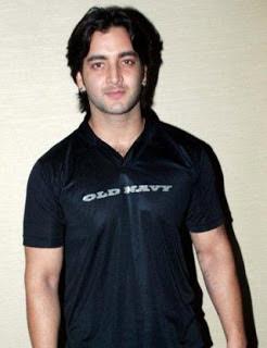 Vineet Raina Pemeran Arjun Khanna