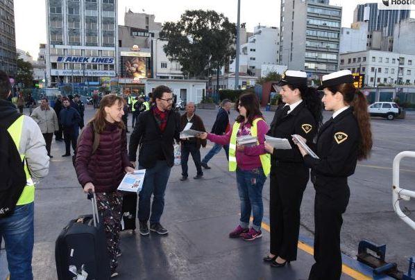Ενημέρωση επιβατικού κοινού στο λιμένα του Πειραιά