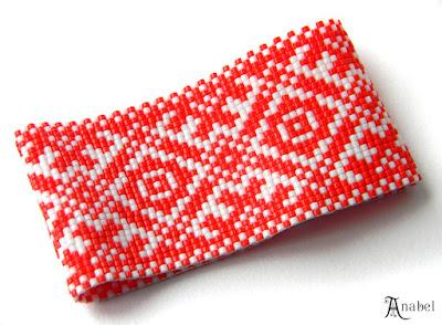 Широкий браслет из бисера в этническом стиле - красный с белым