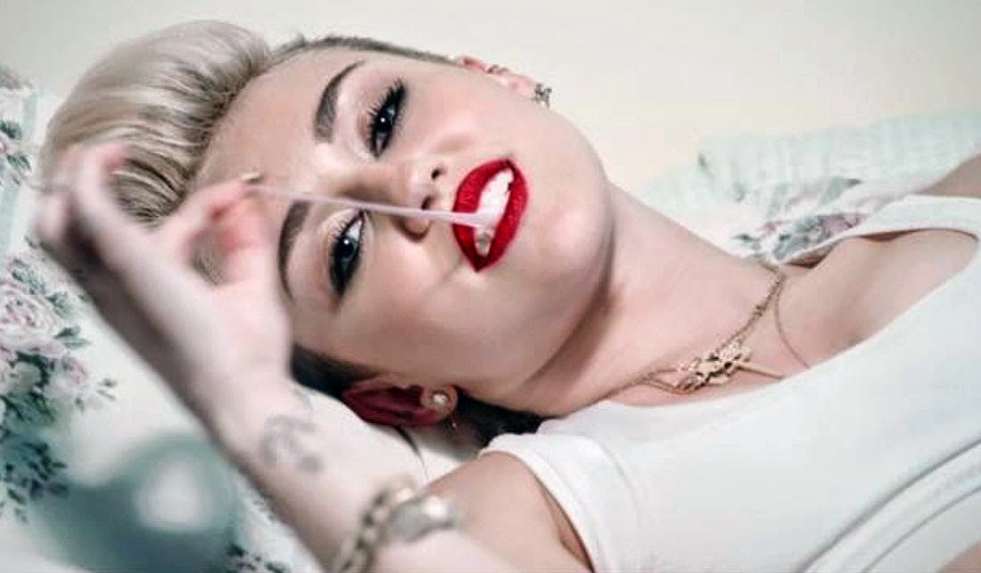 Hot Miley Cyrus with Red Lipstick Wallpaper