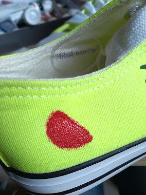 Adzik tworzy - malowanie butów farbami krok po kroku