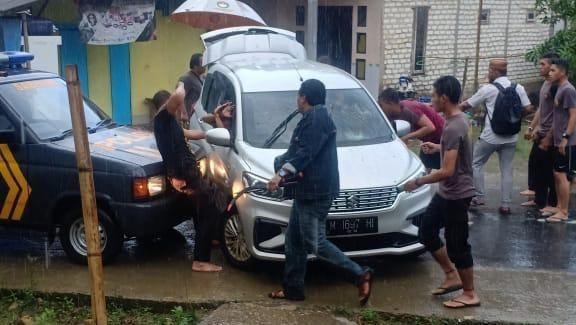 Bentrok Berebut Jadi Saksi Coblosan, Seorang Warga di Sampang Tertembak