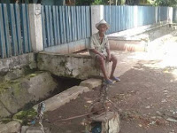 Kakek Renta Tukang Tambal Panci ini Harus Jalan Kaki keliling Kampung Demi Tawarkan Jasanya, Kisahnya Bikin Haru