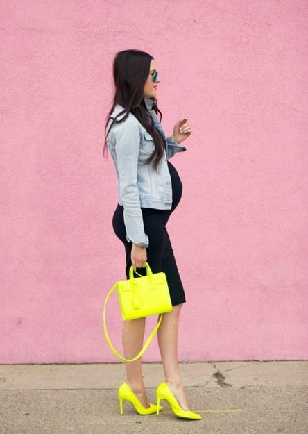 https://3.bp.blogspot.com/-gEsdmhOX82U/WFN2b32ntSI/AAAAAAAAF0A/51VG6IXVxv07IjZe7Z45rUTmgE_snX6hQCEw/s1600/fashion-2015-04-pink-peonies-blogger-black-dress-yellow-saint-laurent-bag-main.jpg