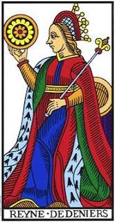 Królowa Denarów – perfekcyjna pani domu