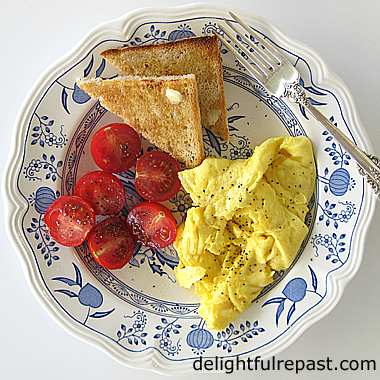 Perfect Scrambled Eggs - Giveaway Le Creuset Nonstick Fry Pan / www.delightfulrepast.com