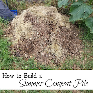 How to build a summer compost pile.