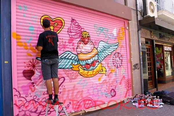 Graffiti Lolita Cacao y Café Vilanova i la Geltrú