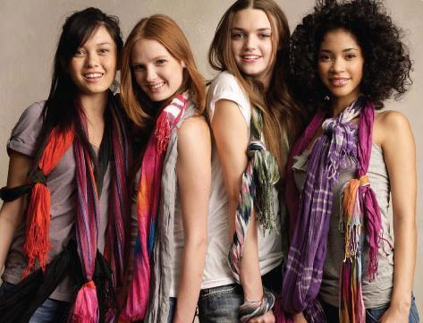 Gambar contoh model bentuk lipatan scarf menarik