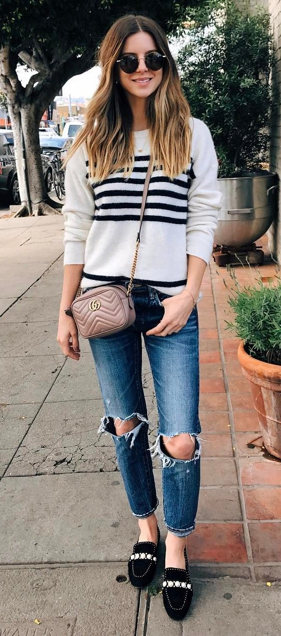 grafic sweater + bag + ripped jeans