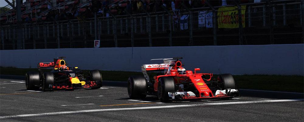 Ferrari y Red Bull en los test de pretemporada en Barcelona (Raikkonen y Verstappen, 2017)