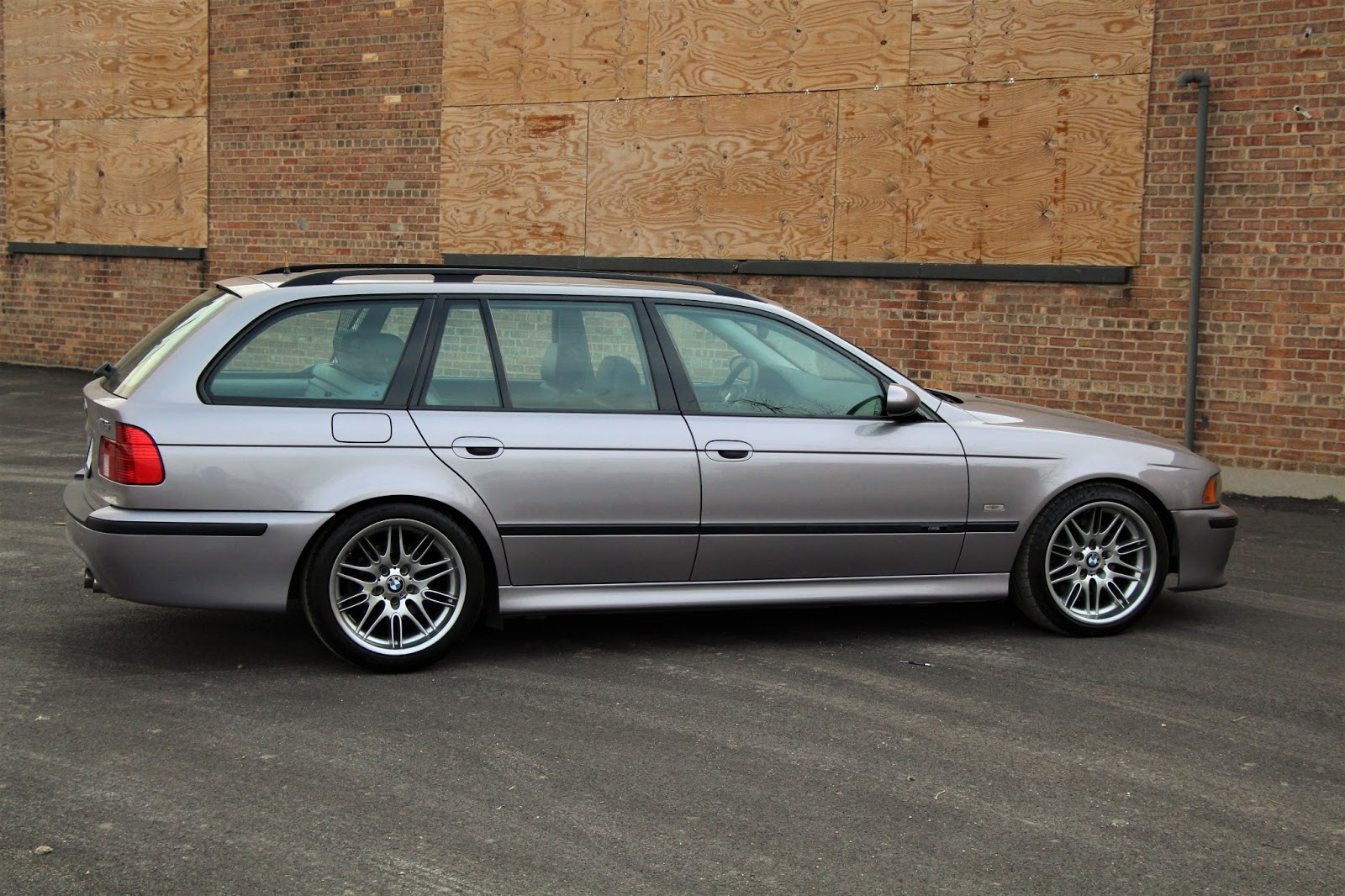 bmw never made an m5 e39 touring so this guy did it for you carscoops. Black Bedroom Furniture Sets. Home Design Ideas